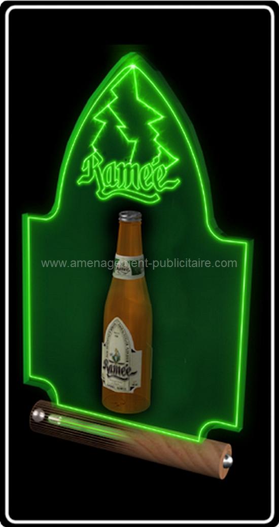 signalétique intérieure - enseigne lumineuse avec bouteille pour une marque d'alcool