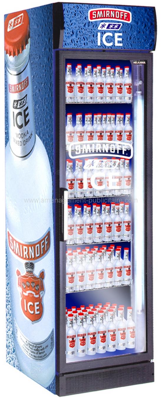 distributeur - armoire réfrigérée de boissons avec un fronton et grand logo sur le côté