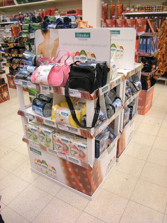 tête de gondole - présentoirs en carton avec fronton logoté en GMS
