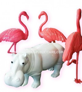 Hippopotame (L173XL55XH82)+ flamants roses